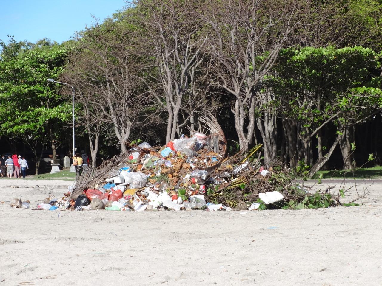 Müll am Strand bei Kuta auf Bail @f1rtslife / Elisa Miebach