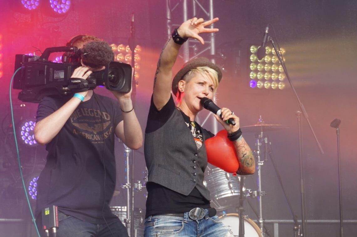 """Der offizielle Song des Berliner CSD in diesem Jahr heißt """"Love"""" und wird von Steffi List gesungen."""