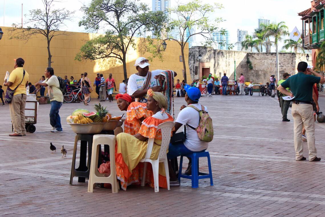 Buntes Treiben auf der Plaza de los coches / alle Bilder © f1rstlife / Chiara Granacher