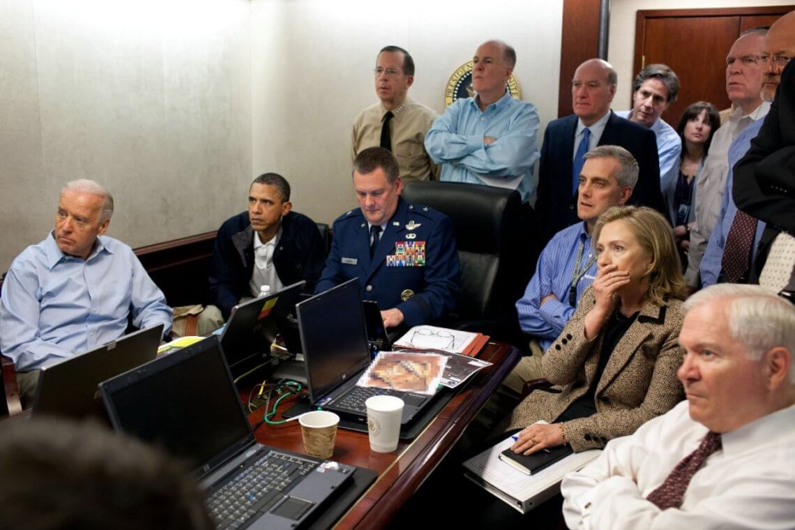 © wikipedia / Obama und Mitarbeiter verfolgen 2011 die Ermordung Osama Bin Ladens