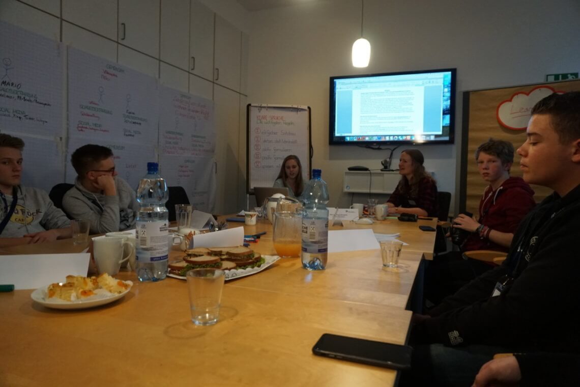 Fleißig bei der Arbeit beim PR-Workshop