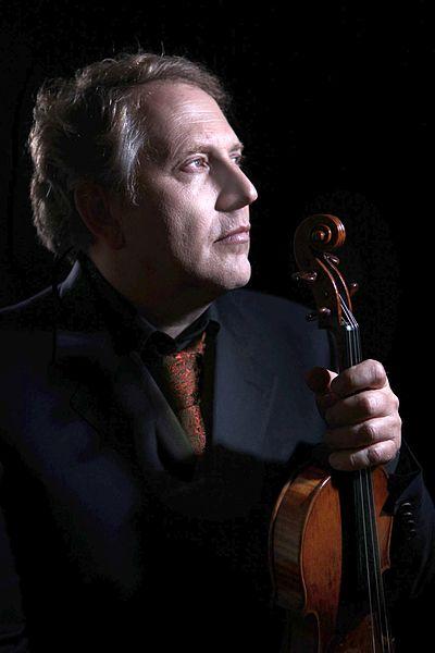 """Shlomo Mintz ist ein Violinvirtuose aus Israel und zusammen mit Amnon Weinstein im Projekt """"Violins of Hope"""". © Irma de Jong / Yonathan Weitzman / wikiportret.nl, wikimedia Commons"""