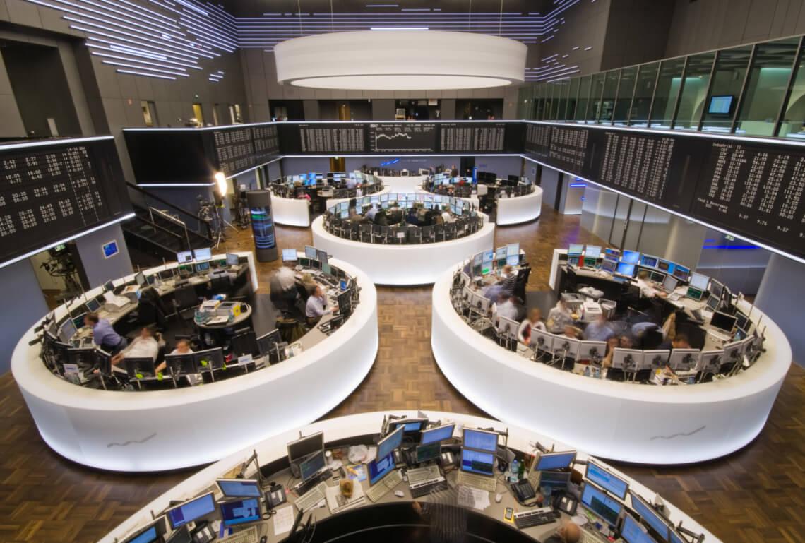 Blick auf das Handelsparkett der Frankfurter Börse. © jugendfotos.de / Khalid Aziz