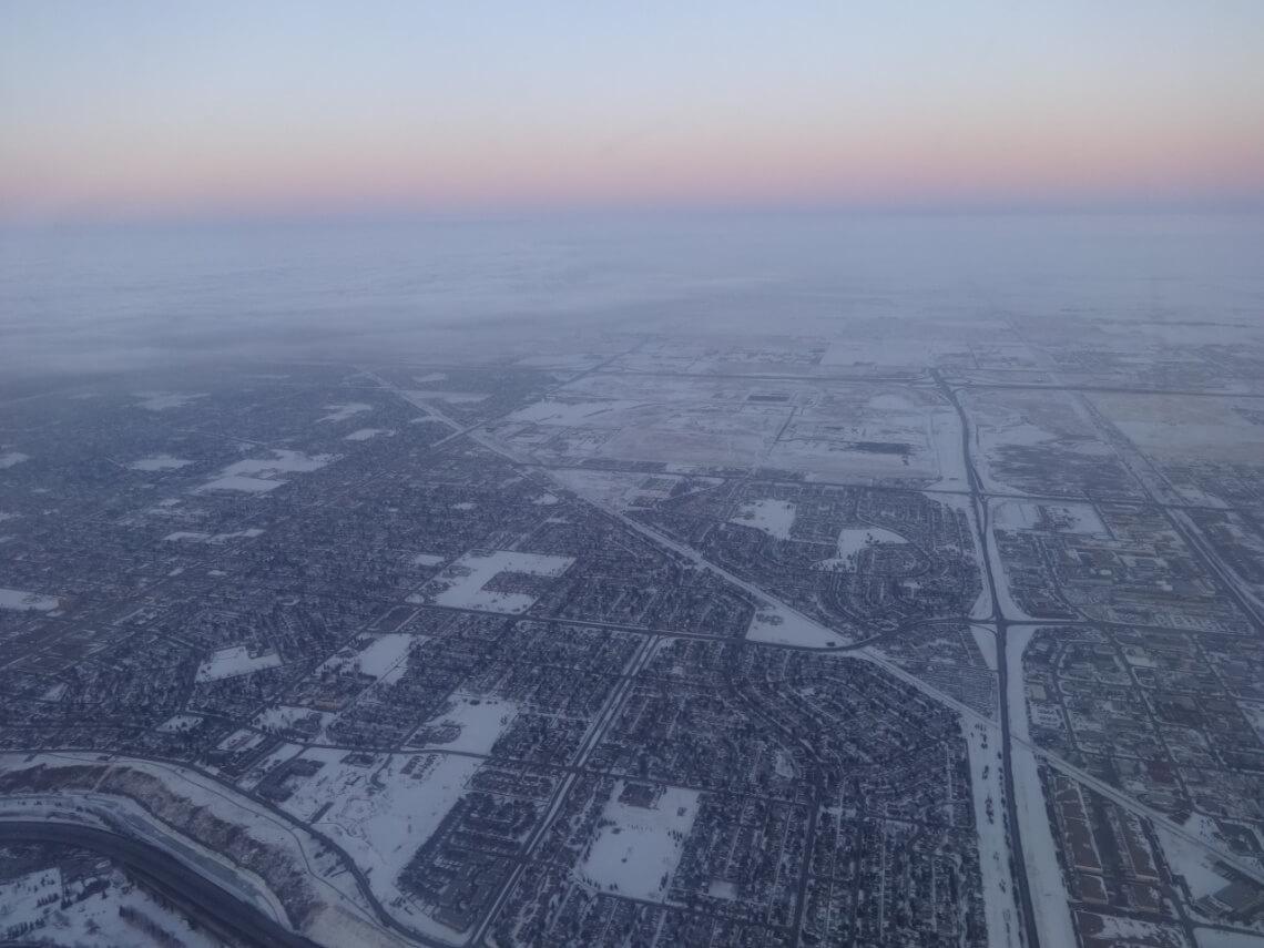 Das weiße, weite Kanada aus dem Flugzeug fotografiert @f1rstlife / Elisa Miebach