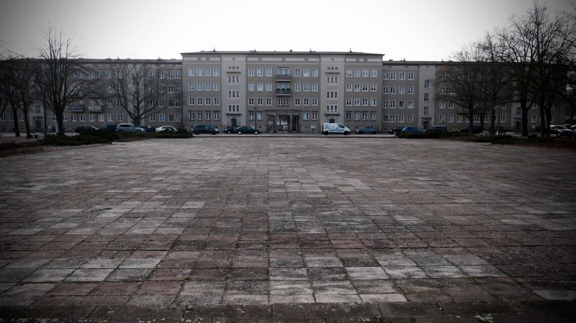Blick vom Platz des Gedenkens. Die vielen Grünplätze in Eisenhüttenstadt gibt es dort nicht