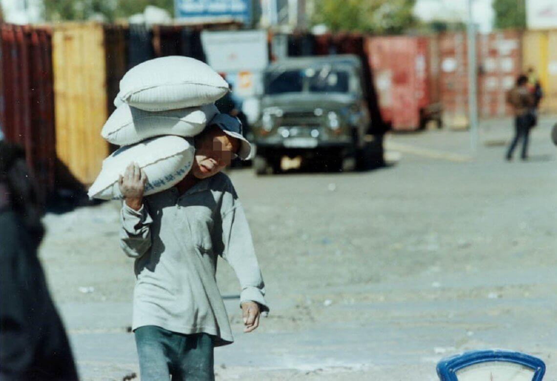 In vielen asiatischen Ländern, wie hier in der Mongolei, gibt es heutzutage leider noch immer Kinderarbeit. © flickr/ International Labour Organization