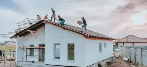 build & grow: Häuser bauen für den guten Zweck
